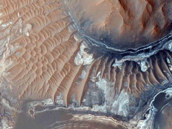 theres-a-maze-on-mars-calle
