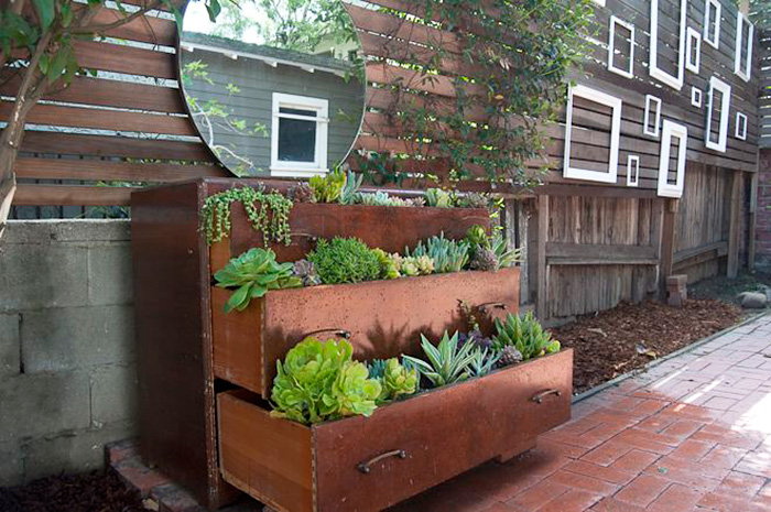 recycled-furniture-fairytale-garden-2__700