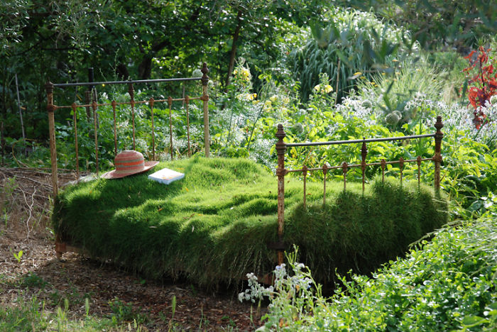 recycled-furniture-garden-23__700