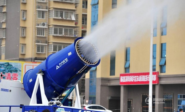 "Chinese cities are using this ""mist cannon"" to shoot (4)"