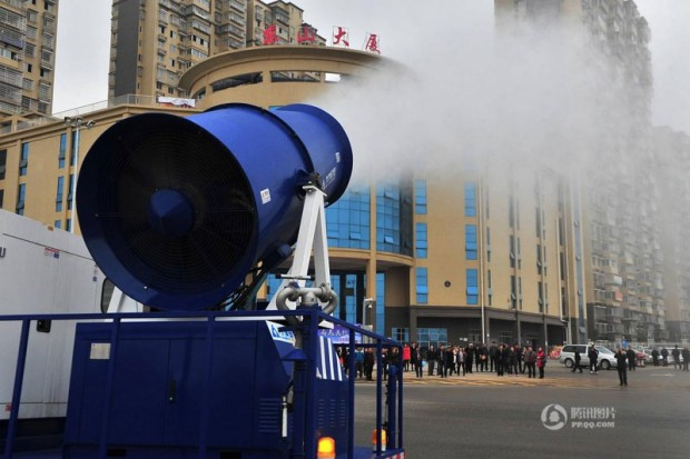 "Chinese cities are using this ""mist cannon"" to shoot (5)"