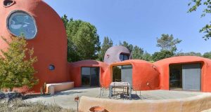 خانه عصر حجری Flintstones House